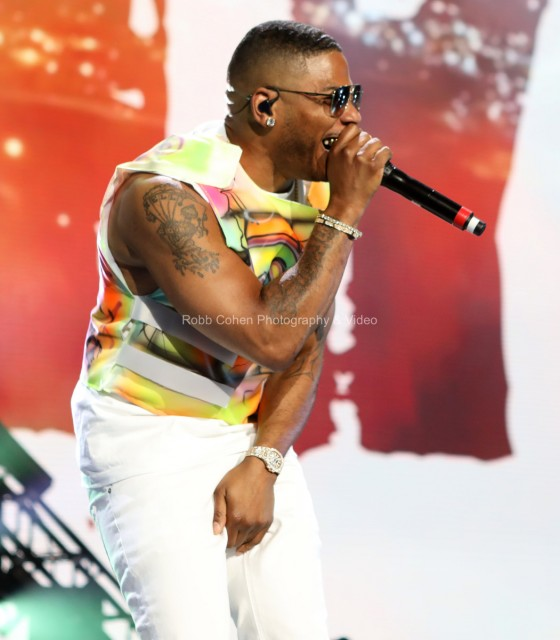 Nelly sings and performs to the crowd in Atlanta.